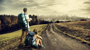 traveller-couple-wallpaper