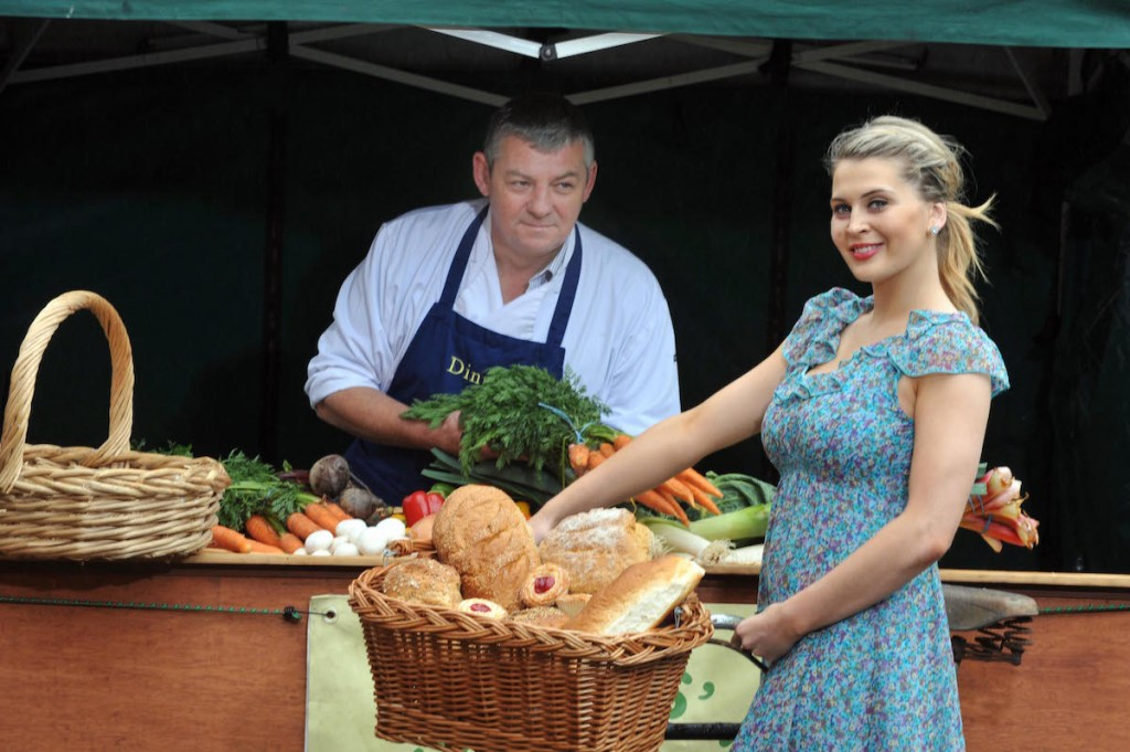 REPRO FREE: 24-7-2012: 'Best In Market Award' Launched to Celebrate Small Artisans: Nicole Flynn from Castlegregory pictured with artisan Artie Clifford in Dingle, County Kerry on Tuesday at the launch of the 'Small Artisan Producers of the Year award which will be announced at the Blas na hEireann, National Irish Food Awards in October but the closing date for entry is July 27th. Called 'Best In Market', this Award will celebrate those local food heroes who sell at farmers' markets, often operating out of their own kitchens.This Award is also created to recognise the achievements of two former Supreme Champion winners, Una's Pies and Flynn's Kitchen, both regulars on the Cork farmer's market circuit, who have gone from strength to strength as a result of taking the top accolade at the Blas Awards. More information on www.irishfoodawards.com The deadline for entry to this year's competition is 27 July 2012. The final judging and presentation of these Awards will take place at the Dingle Peninsula Food Festival on the 4 -7 October 2012. Photo: Don MacMonagle